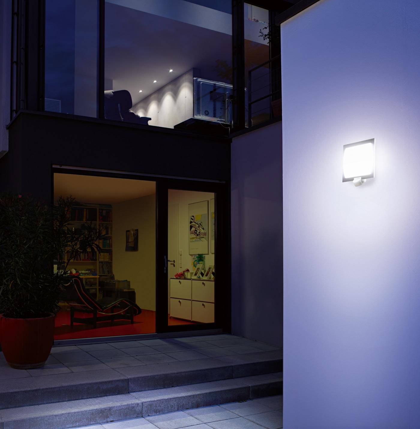 Steinel l 20 s edelstahl sensorleuchte 566814 for Hausfronten modern