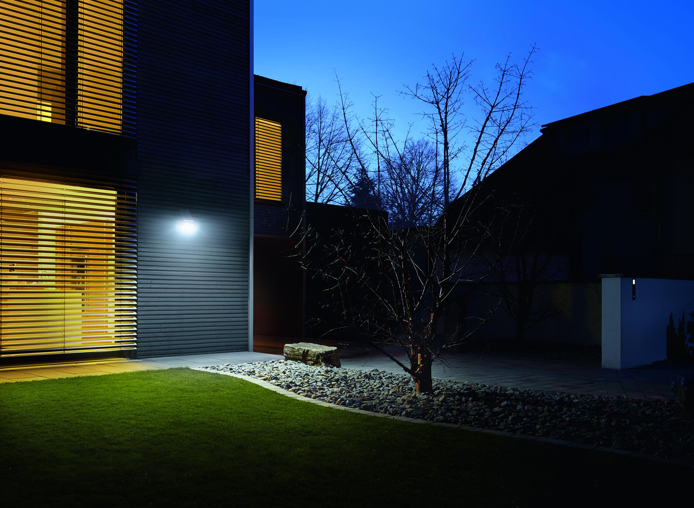 steinel wandleuchte xsolar l s wei 671006. Black Bedroom Furniture Sets. Home Design Ideas